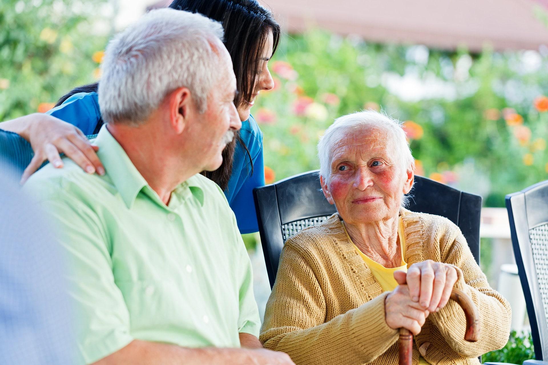 Visita de familiar a persona mayor